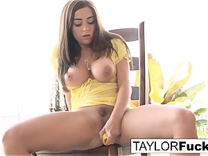 Naturally stacked Taylor plays with her honeypot