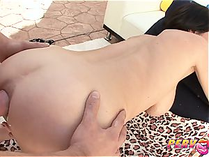 Veronica Avluv stretching her pink hole