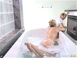 mischievous tub babe Jessa Rhodes