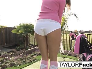 Taylor demonstrates you her fat boobies