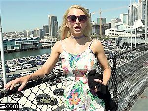 Alix Lynx adorns her fun bags in spunk