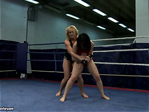 Aagell Summers and Kathia Nobili super-fucking-hot fight bare
