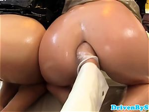 kinky trio lesbos handballing and pusslicking