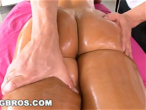 BANGBROS - Deep anal invasion massage for #1 pornstar Lisa Ann