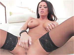 epic Jessica Jaymes frigs her dribbling wet pussy