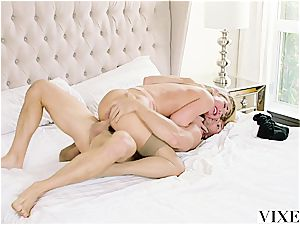 Carter Cruise gets numerous climaxes while her chief keeps boning her