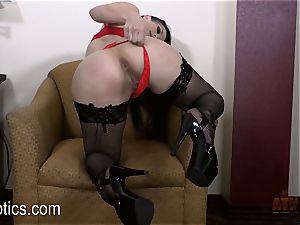 Katrina Jade likes to fumble her sweet honeypot