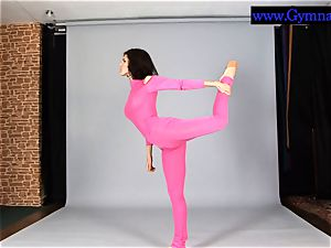 Flexyteen Violeta does gymnastics