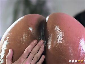 Kiki Minaj rammed by a large milky boner