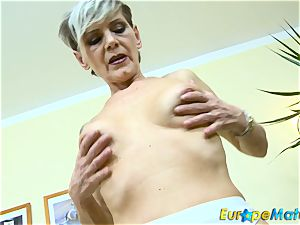 EuropeMaturE slender grandmother Ivana Solo finger-tickling