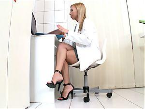 Jessy dark-skinned ultra-kinky nurse