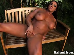fitness model gets naked and rubs her beaver