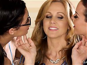 Rahyndee Julia Ann and Blair Summers girl-on-girl 3some