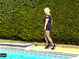 AgedLovE Lacey Starr pulverizing Poolboy gonzo