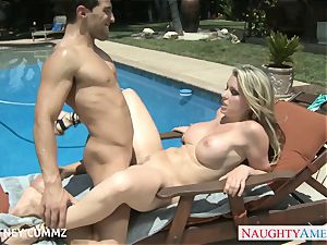 huge-boobed blond Courtney Cummz plumb at poolside