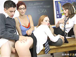 fortunate student Jordi gets into trio super-fucking-hot vags at college