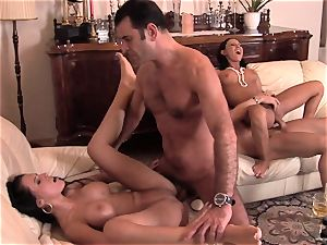 Valentina Velasques loves a rough dual penetration