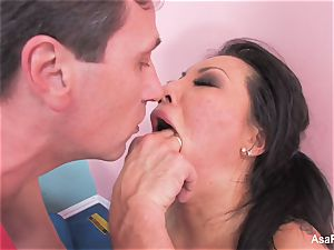 asian porn industry star Asa Akira gets an anal opening up
