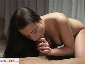 sport rooms trimmed cootchie dark-haired has deep orgasm