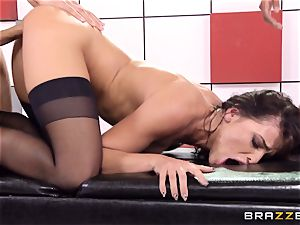 Adriana Chechik nails trio schlongs at once