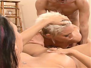 Rachel Starr gullet penetrates this stiff throbbing man meat