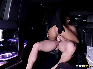 huge-titted chauffeur Angelica Taylor loves to screw in the back seat