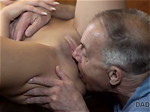 DADDY4K. Angry boy catches elderly father drilling his good-looking gal