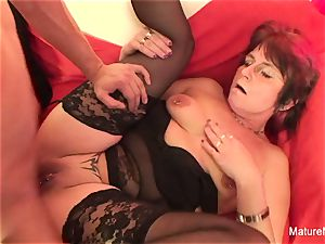 Punky pierced grannie luvs to suck and pulverize