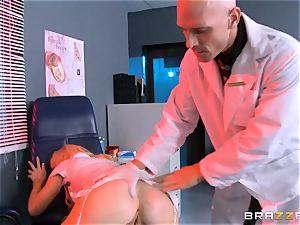 Laura Bentley sates a nasty doctor
