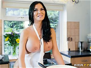 Jasmine Jae smashed in the kitchen