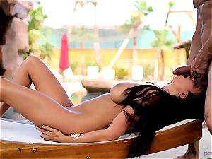 Anissa Kate undress her swimsuit to nail poolside