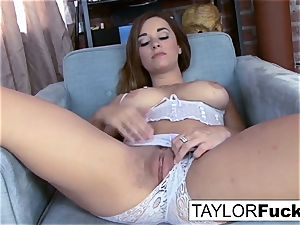Taylor Vixen shows Off those amazing fun bags